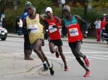 2009 Chicago - Munyeki In Lead Pack at 30k