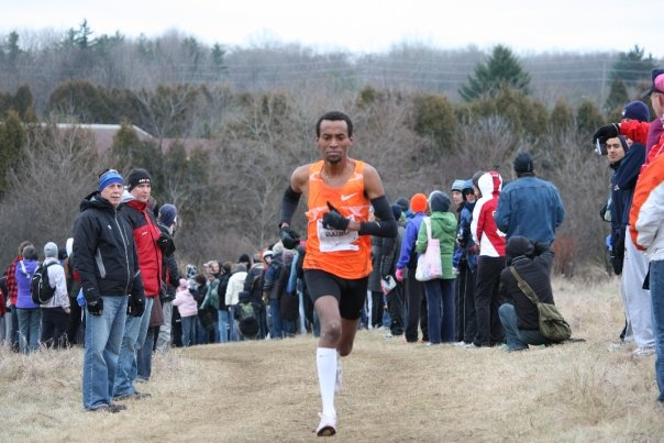 Simon Bairu on his way to his 7th Canadian Cross Country Title. photo by Dave McNamee.