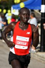 Timothy Cherigat en route to finishing 3rd at the 2008 Chicago Marathon.