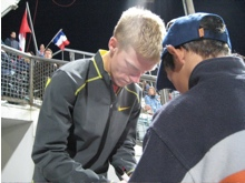 Tegenkamp signs autographs in Lausanne