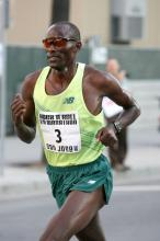 Tom Nyariki at the San Jose 1/2 Marathon (Photo by Victah Sailer)